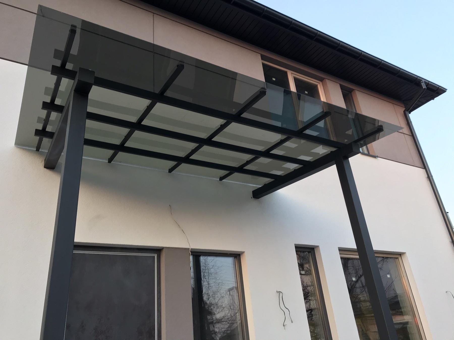 Накрытие поликарбонатом серого цвета Solar Grey